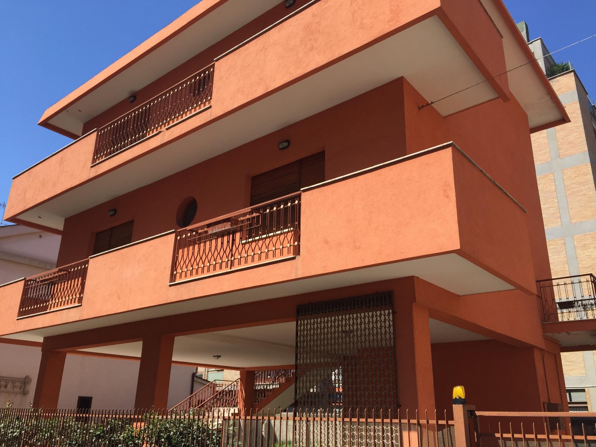 Soluzione Indipendente in vendita a Pescara, 8 locali, zona Zona: Centro, prezzo € 530.000 | Cambio Casa.it