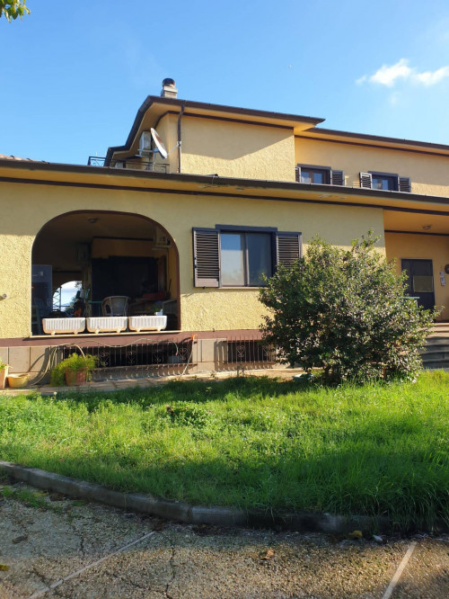 Casa indipendente con terreno in Vendita a Cisterna di Latina