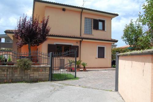villa Bifamiliare in Vendita a Anzio