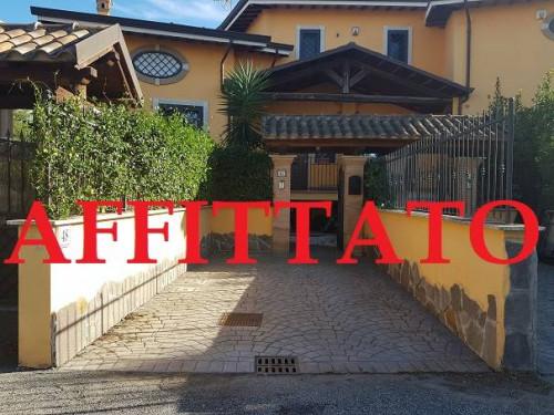 Villette a schiera in Affitto a Roma
