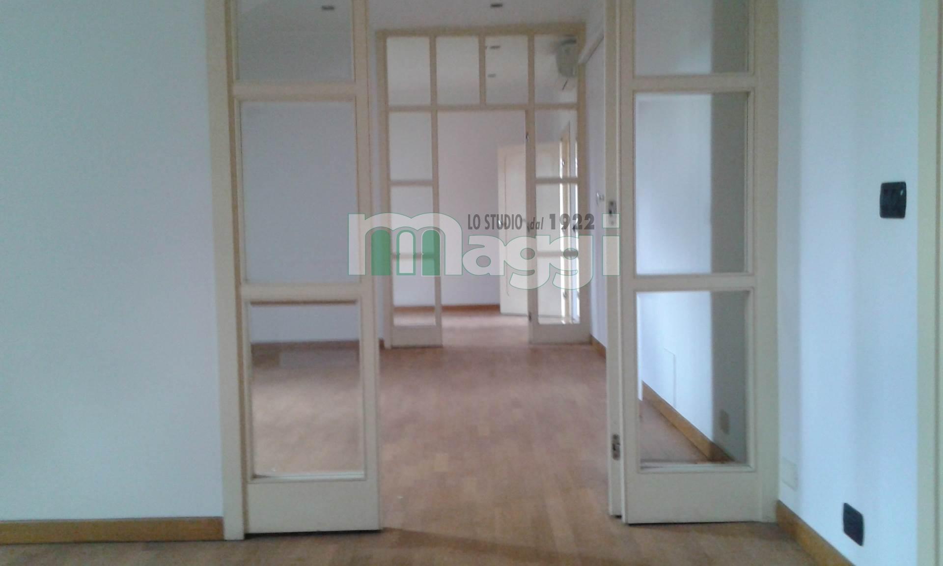 Appartamento in vendita a Milano, 3 locali, zona Località: Cadorna, prezzo € 545.000 | Cambio Casa.it