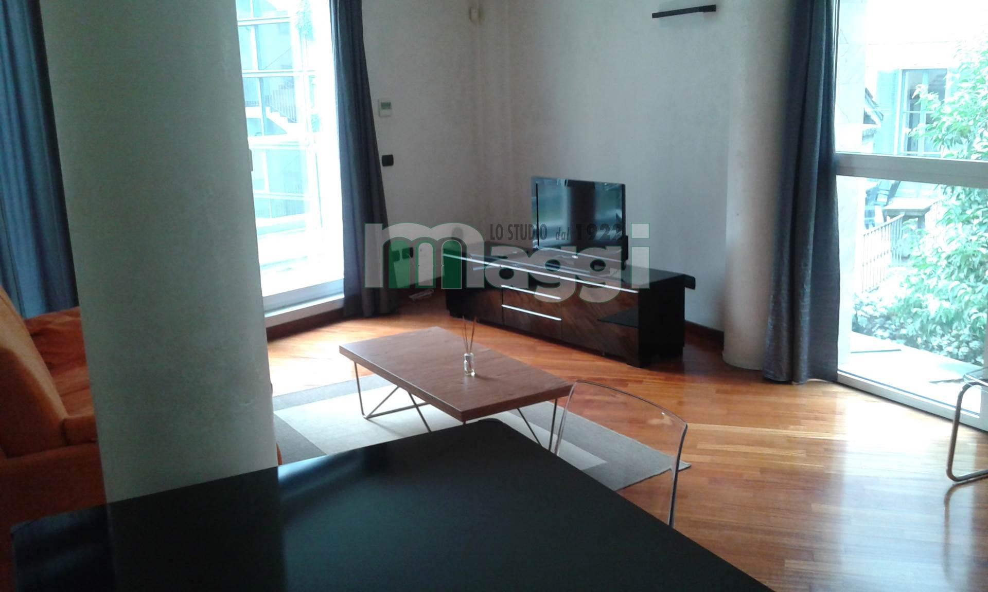 Bilocale Milano Via Santa Lucia 2