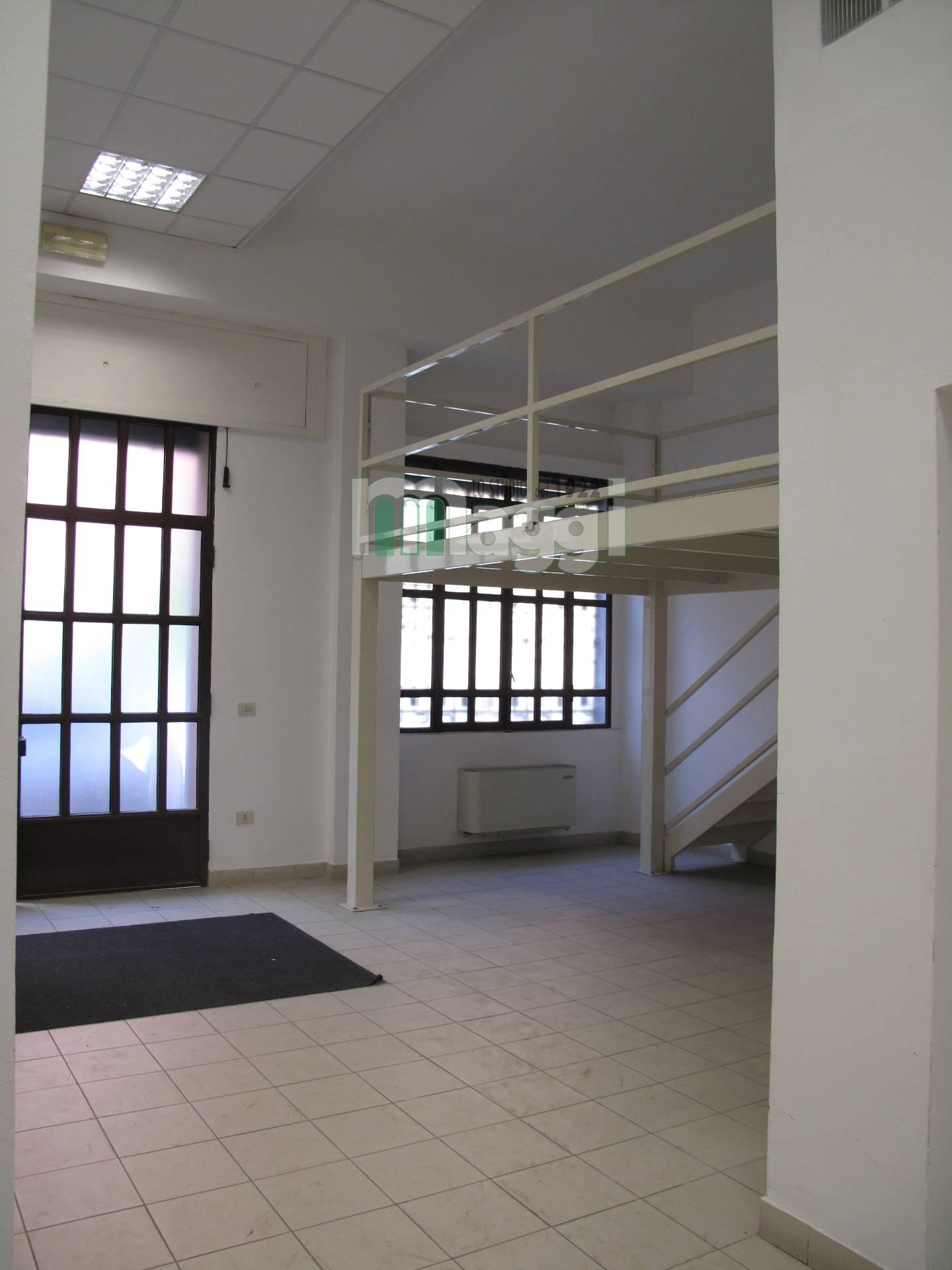 Negozio / Locale in affitto a Milano, 9999 locali, zona Località: PortaRomana, prezzo € 3.500   Cambio Casa.it