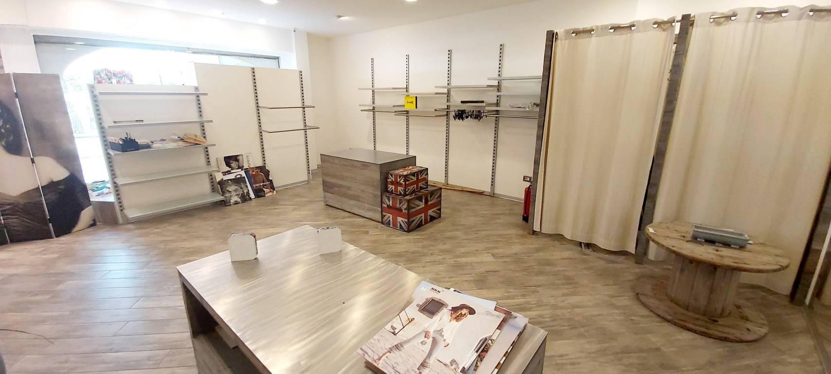 Negozio / Locale in affitto a Jesolo, 9999 locali, prezzo € 25.000 | CambioCasa.it
