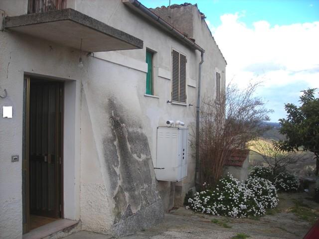 Soluzione Semindipendente in vendita a Roccamontepiano, 9 locali, zona Zona: Molino, prezzo € 35.000 | CambioCasa.it