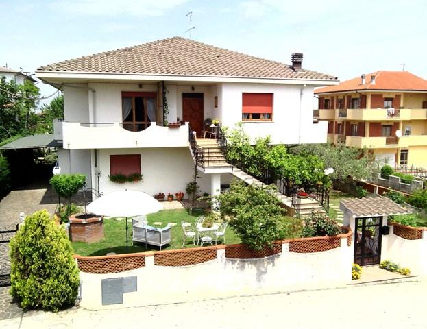 Soluzione Indipendente in vendita a Villamagna, 8 locali, prezzo € 270.000 | Cambio Casa.it