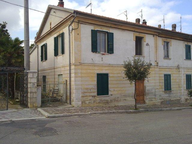 Altro in vendita a Serramonacesca, 6 locali, prezzo € 65.000 | Cambio Casa.it