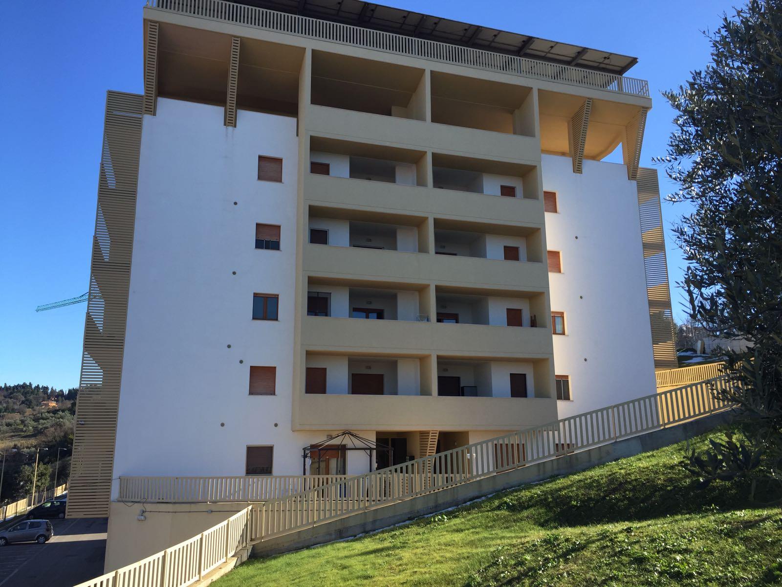 Appartamento in vendita a Chieti, 5 locali, zona Località: Scalo-Università, prezzo € 129.000 | Cambio Casa.it