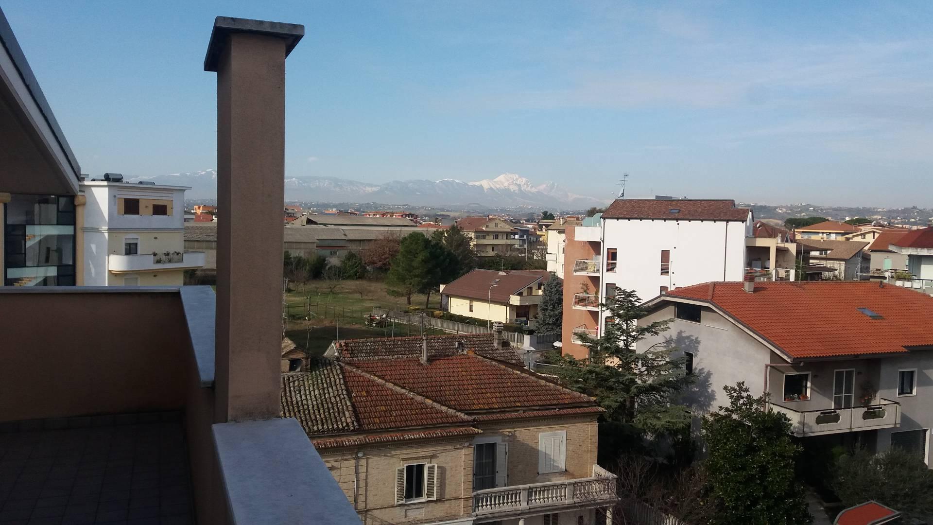Appartamento in affitto a San Giovanni Teatino, 6 locali, prezzo € 500   Cambio Casa.it
