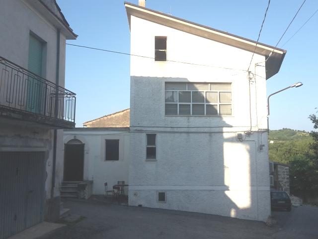Soluzione Semindipendente in vendita a Roccamontepiano, 5 locali, zona Zona: Molino, prezzo € 60.000 | CambioCasa.it