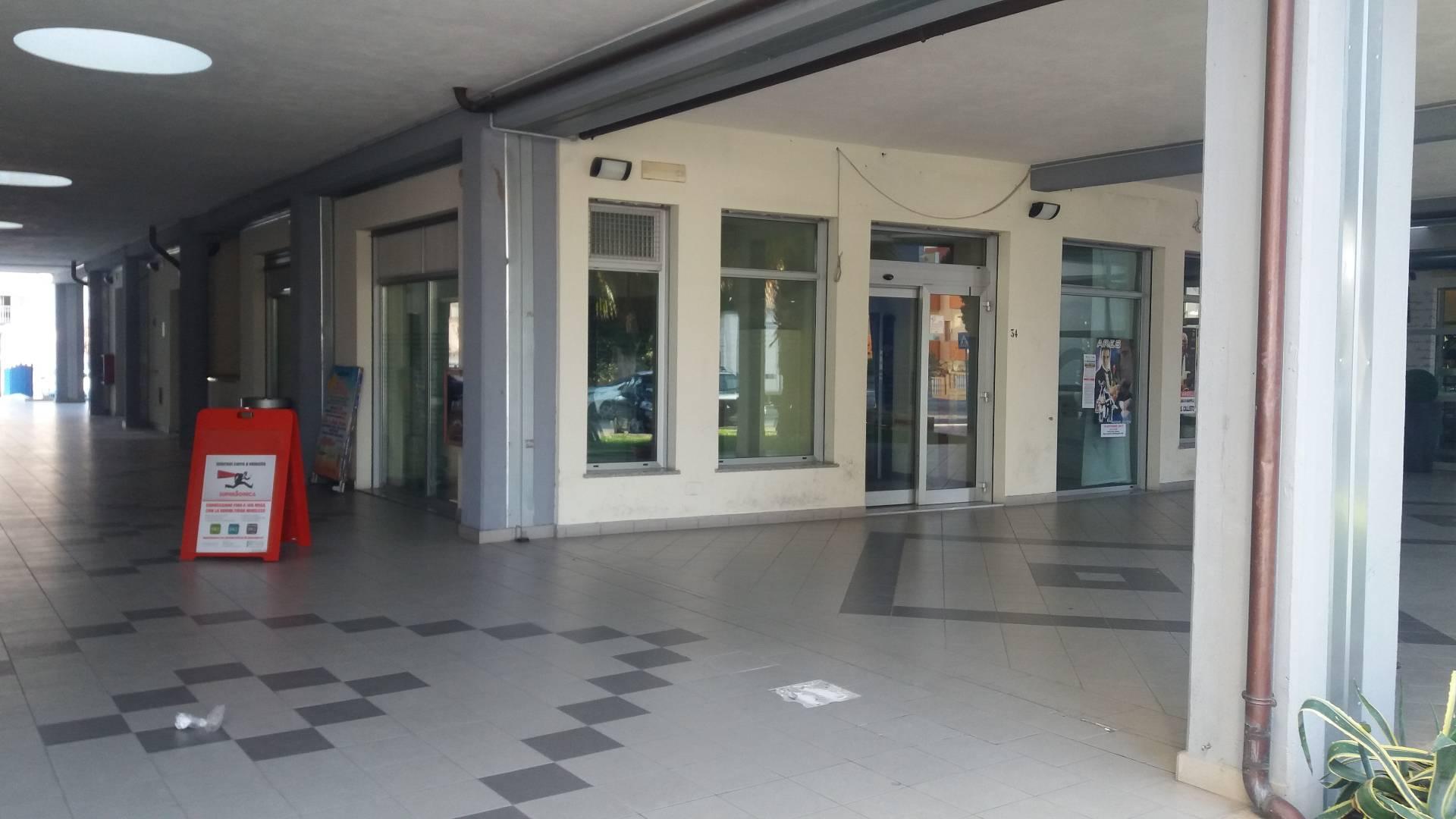 Negozio / Locale in affitto a Manoppello, 9999 locali, zona Località: ManoppelloScalo, prezzo € 1.200 | CambioCasa.it
