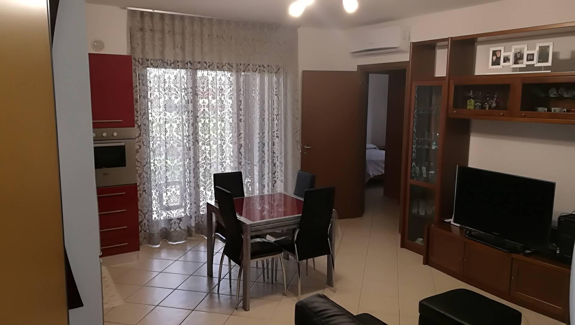 Appartamento in vendita a Manoppello, 4 locali, zona Località: ManoppelloScalo, prezzo € 90.000 | CambioCasa.it