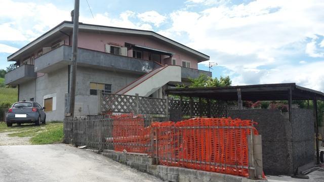 Soluzione Indipendente in vendita a Scafa, 8 locali, zona Zona: Decontra, prezzo € 230.000   CambioCasa.it