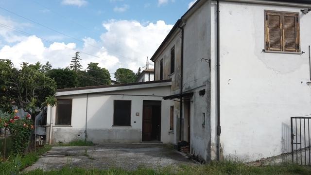 Soluzione Semindipendente in vendita a Alanno, 6 locali, zona Località: AlannoScalo, prezzo € 90.000 | CambioCasa.it