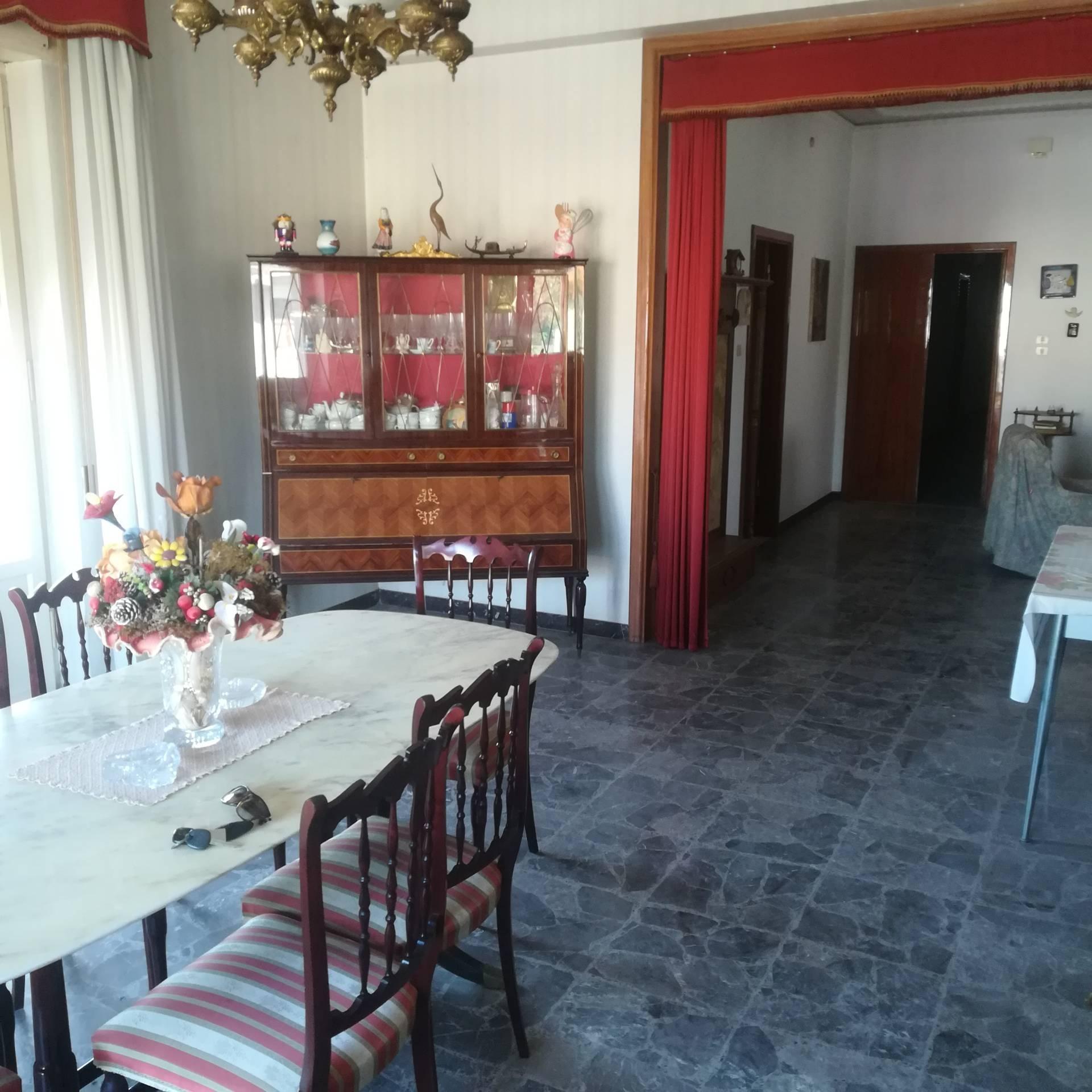 Appartamento in vendita a Rosciano, 9 locali, zona Località: VillaOliveti, prezzo € 99.000 | CambioCasa.it