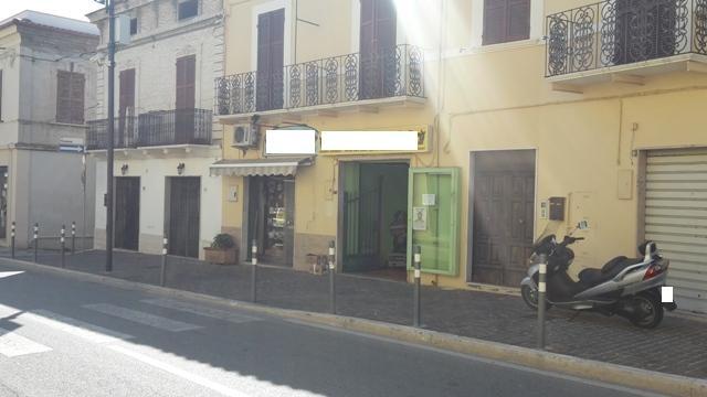 Negozio / Locale in vendita a Cepagatti, 9999 locali, prezzo € 110.000 | CambioCasa.it