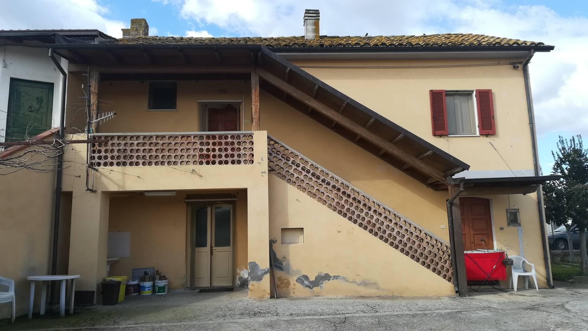 rosciano vendita quart: villa oliveti immobiliare lattanzio e miccoli snc