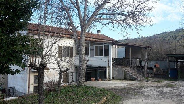 villa bifamiliare manoppello vendita    immobiliare lattanzio e miccoli snc