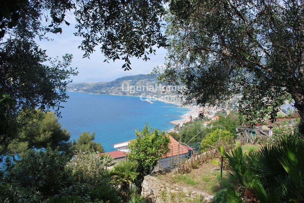 Villa in vendita a Ospedaletti, 8 locali, prezzo € 390.000 | Cambio Casa.it