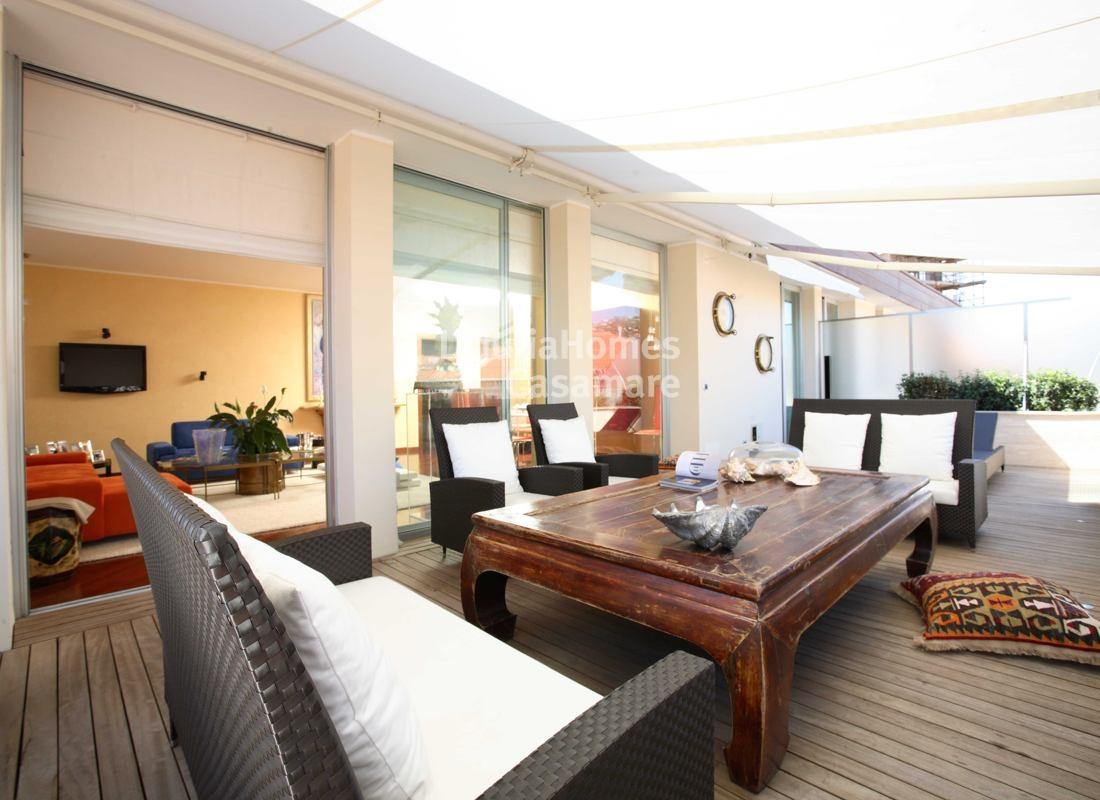 Appartamento in vendita a Imperia, 6 locali, prezzo € 850.000 | Cambio Casa.it