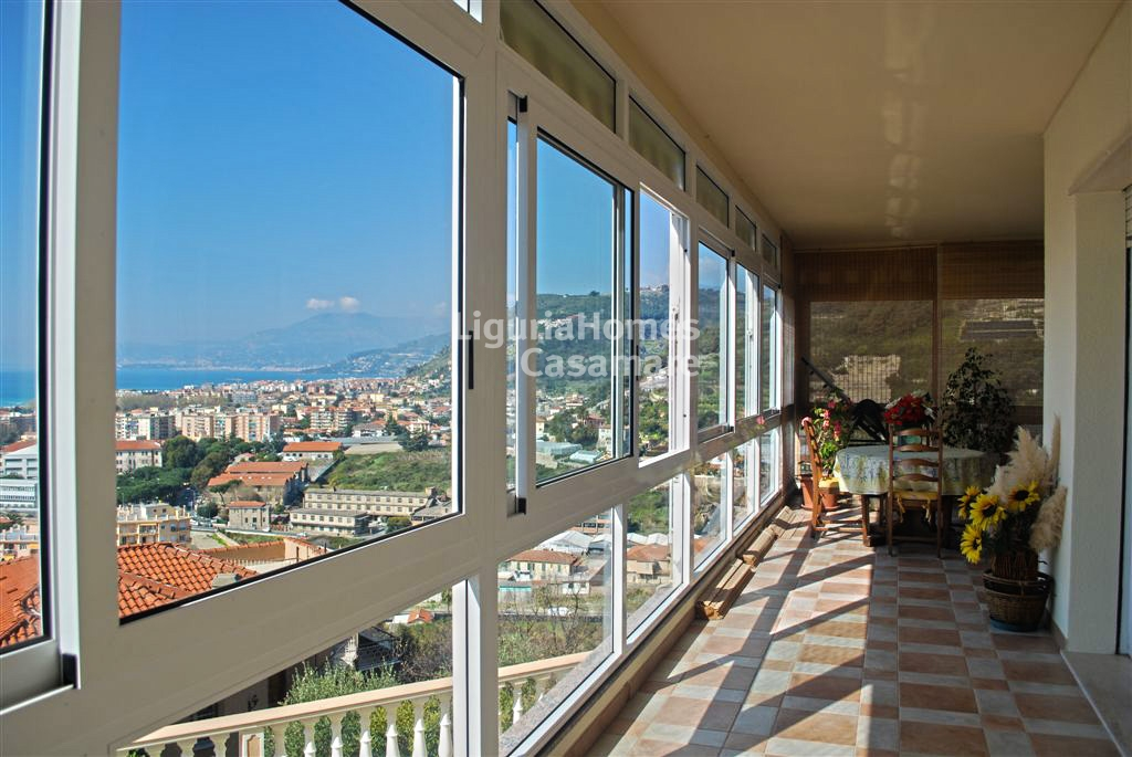 Appartamento in vendita a Vallecrosia, 5 locali, prezzo € 420.000   Cambio Casa.it