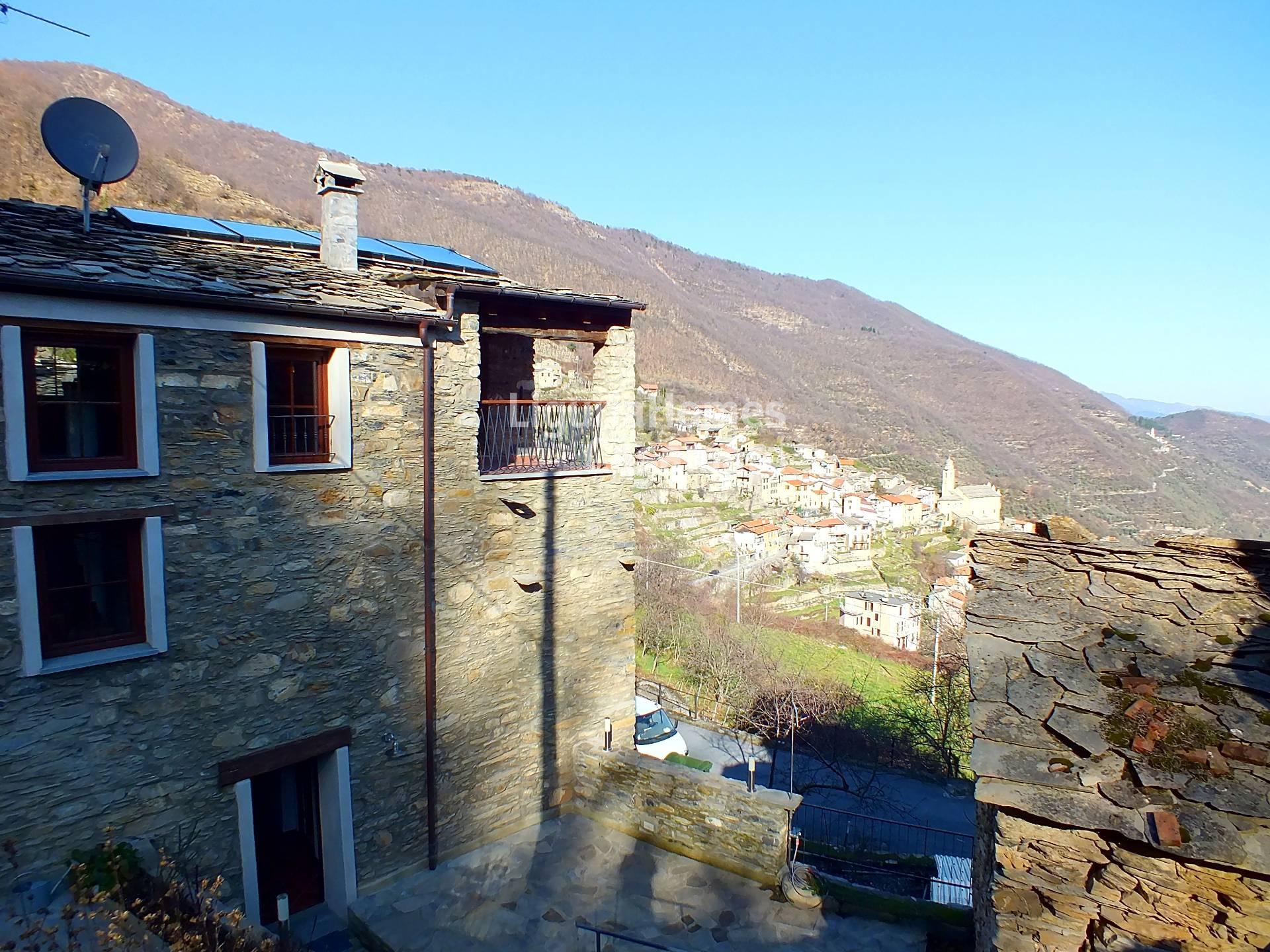 Villa in vendita a Rezzo, 7 locali, prezzo € 370.000 | Cambio Casa.it