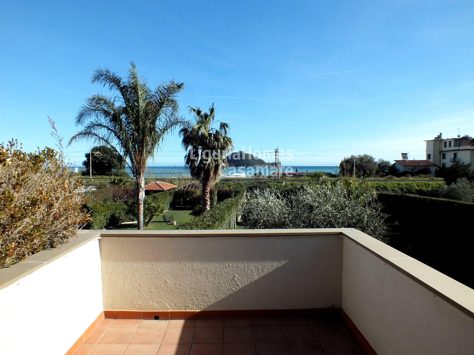 Appartamento in vendita a Albenga, 4 locali, prezzo € 490.000 | Cambio Casa.it