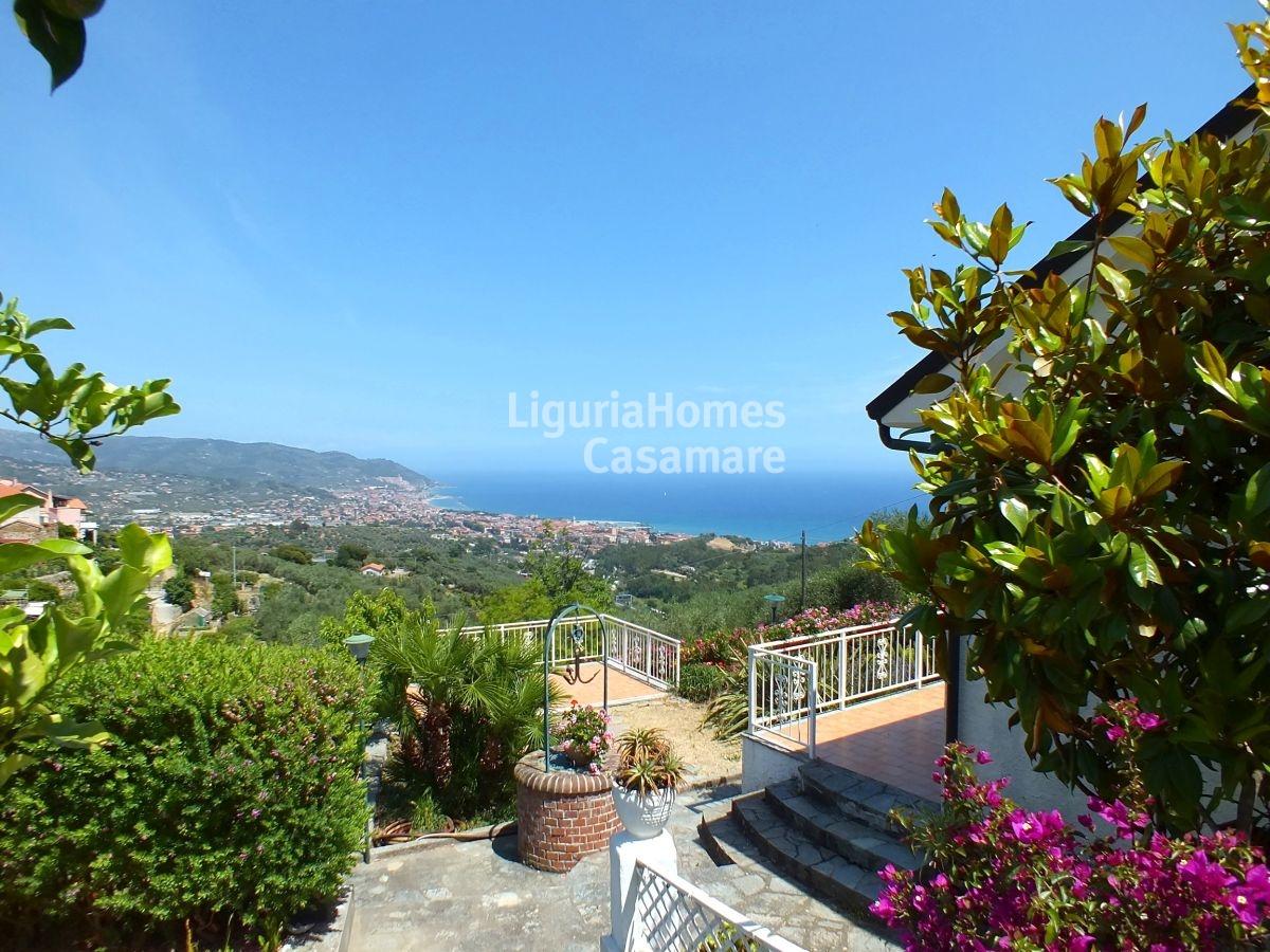 Villa in vendita a Diano Marina, 8 locali, prezzo € 400.000 | Cambio Casa.it