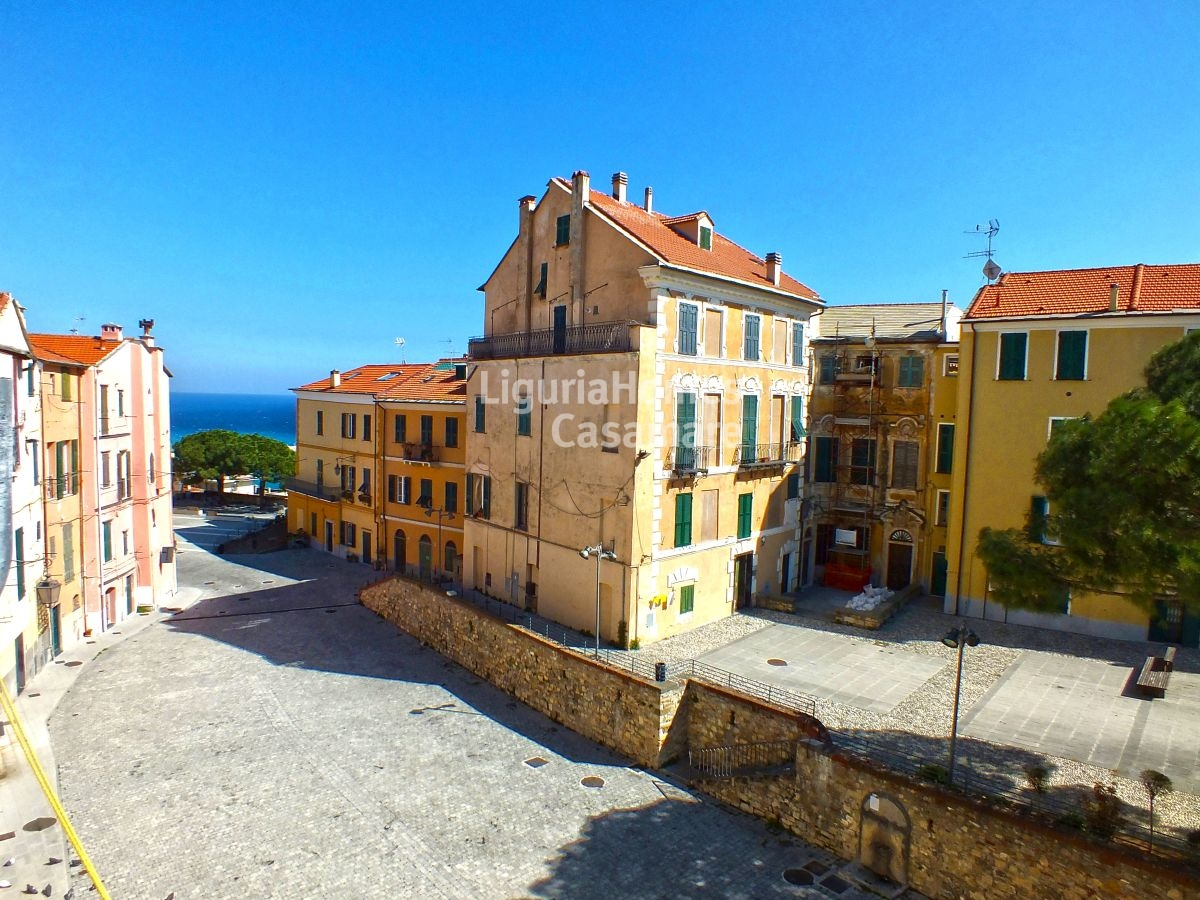 Appartamento in vendita a Imperia, 4 locali, prezzo € 225.000 | Cambio Casa.it