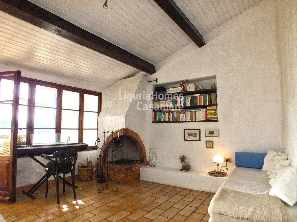 Appartamento in vendita a chiusanico cod 6q08 for Planimetrie delle case in stile cape cod