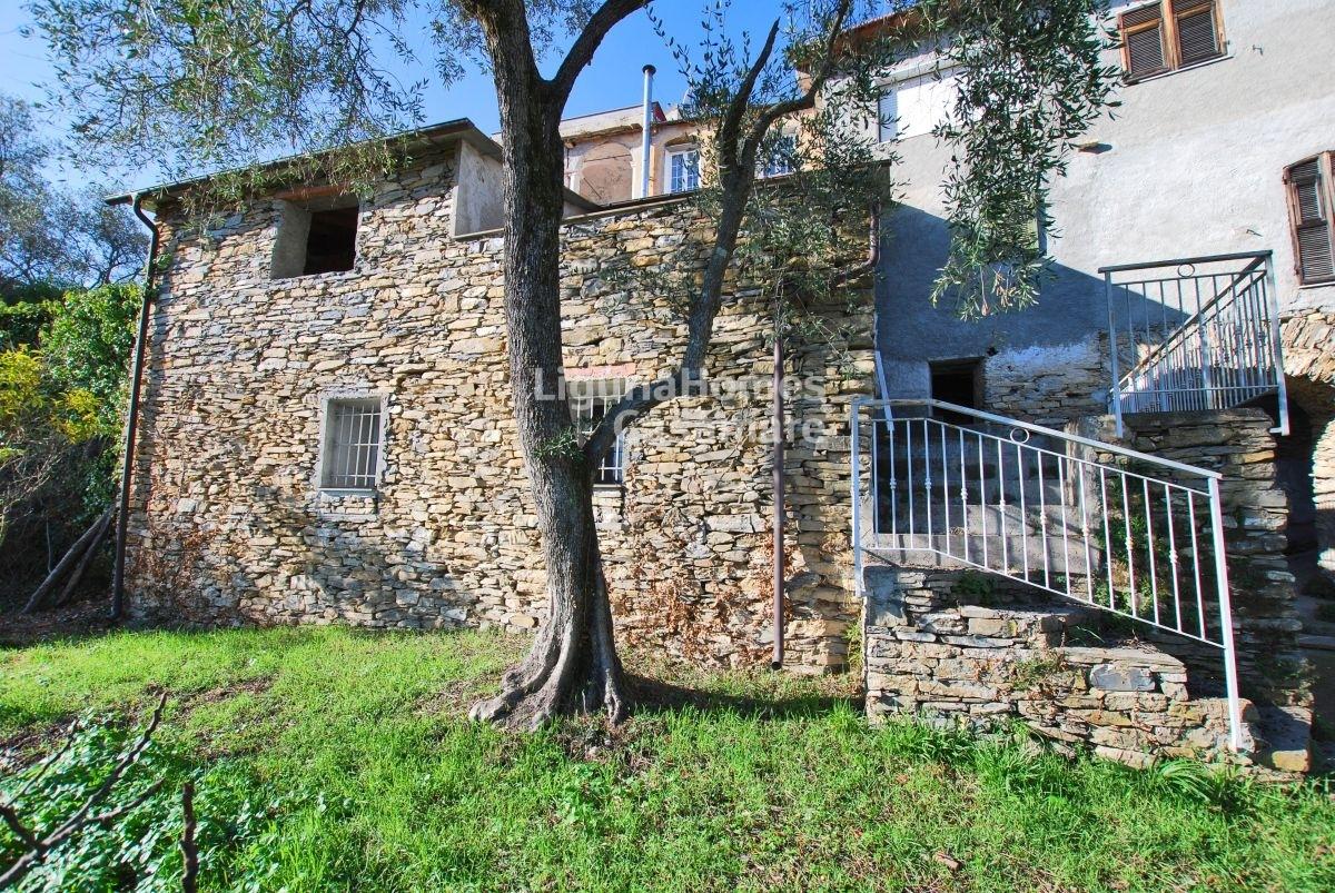 Appartamento in vendita a Dolcedo, 6 locali, prezzo € 65.000 | CambioCasa.it
