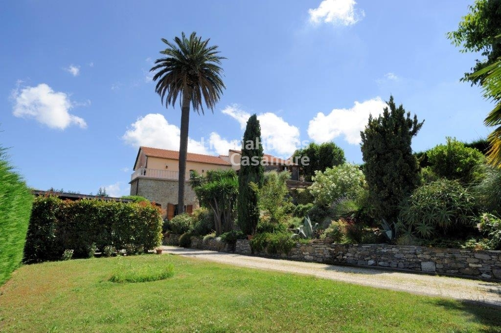 Immobiliari in vendita 5 camere da letto ville case in for Acquisto casa milano
