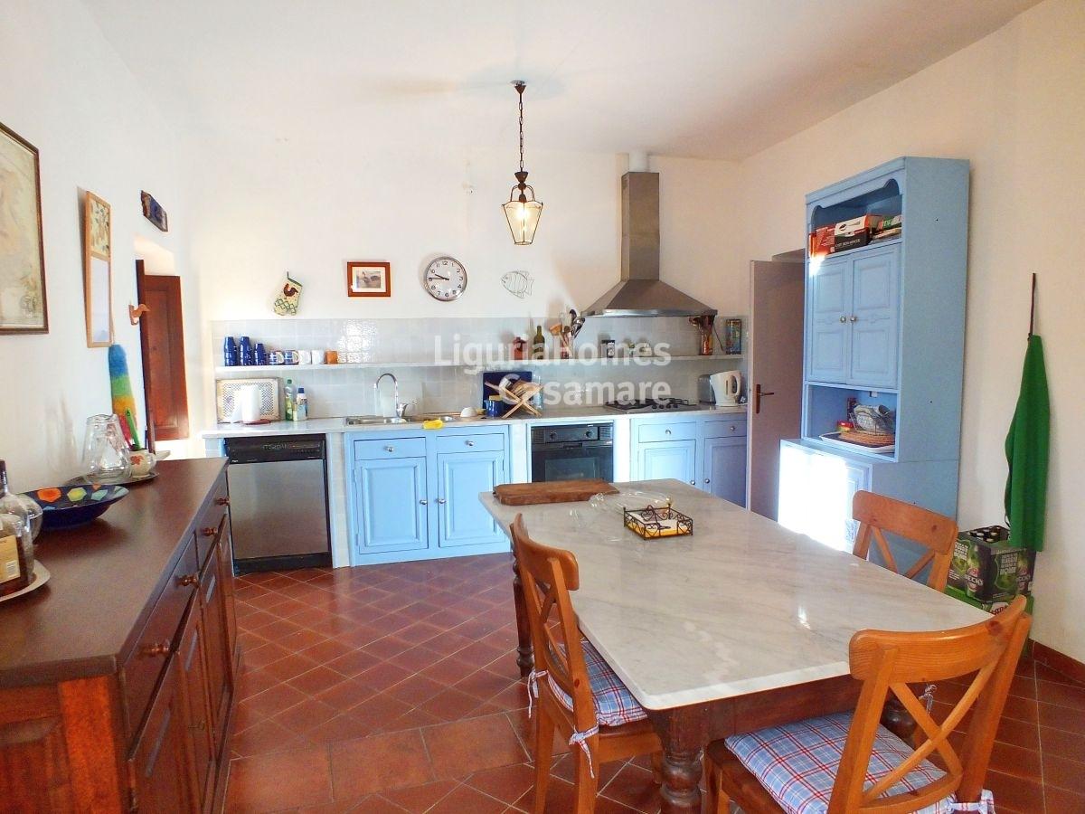 Appartamento in vendita a Dolcedo, 12 locali, prezzo € 249.000 | CambioCasa.it