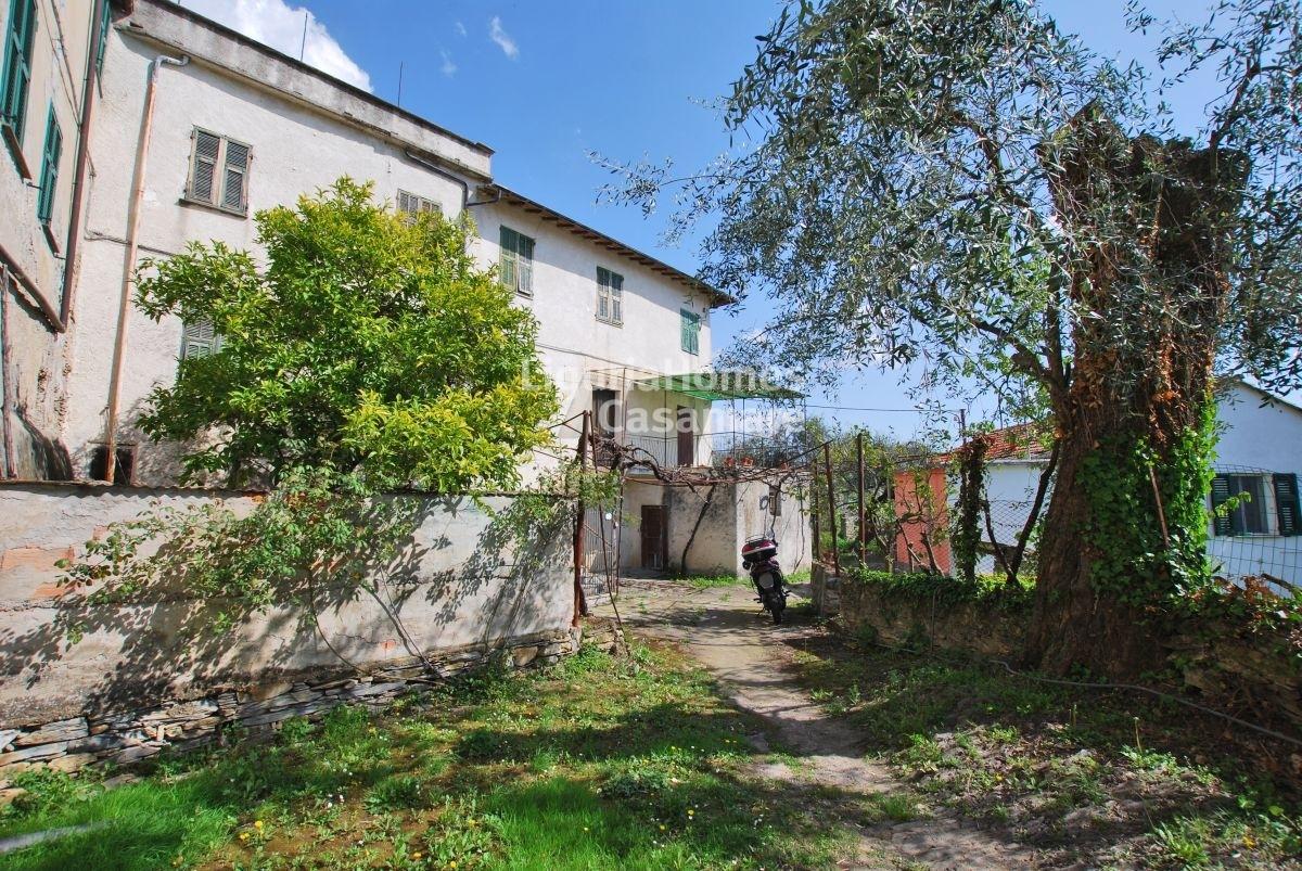 Villa in vendita a dolcedo cod 6v01 for Grandi piani di una casa da ranch di storia