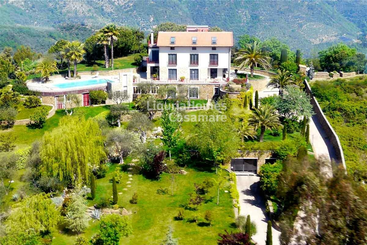 immobiliers vendre 4 chambres villa maison vendre en dolceacqua imperia liguria italie. Black Bedroom Furniture Sets. Home Design Ideas