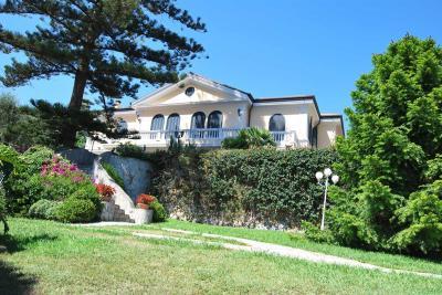 Villa in Vendita a Ospedaletti