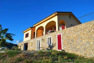 Villa in Vendita a San Biagio della Cima