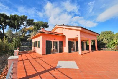 Villa for Sale in Diano Castello