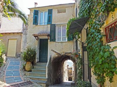 Casa di paese in Vendita a Cipressa