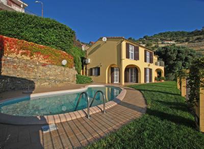 Villen/Häuser zum Kaufen in Santo Stefano al Mare