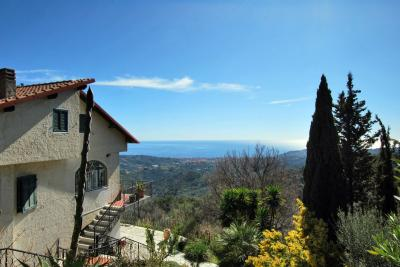 Town House for Sale in Diano Arentino
