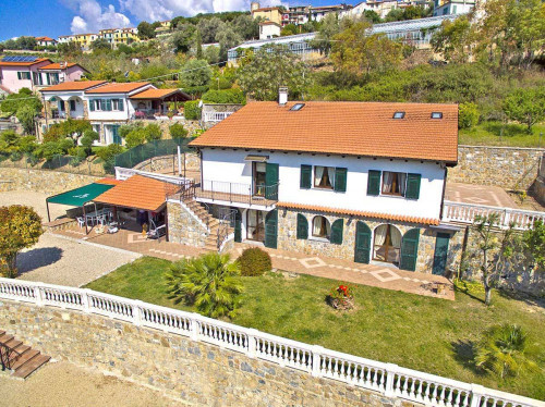 Villa for Sale in Pompeiana