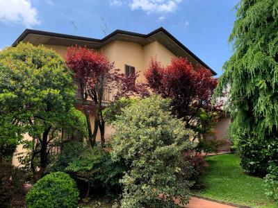 Villa bifamigliare in Vendita a Rezzato