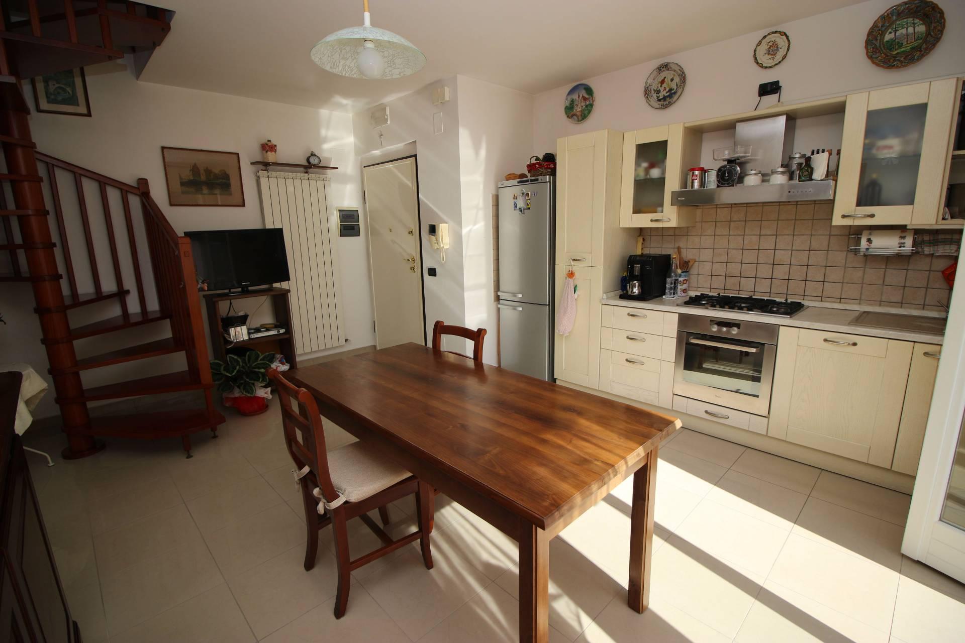 Appartamento in vendita a Tortoreto, 5 locali, zona Località: TortoretoLido, prezzo € 230.000 | Cambio Casa.it