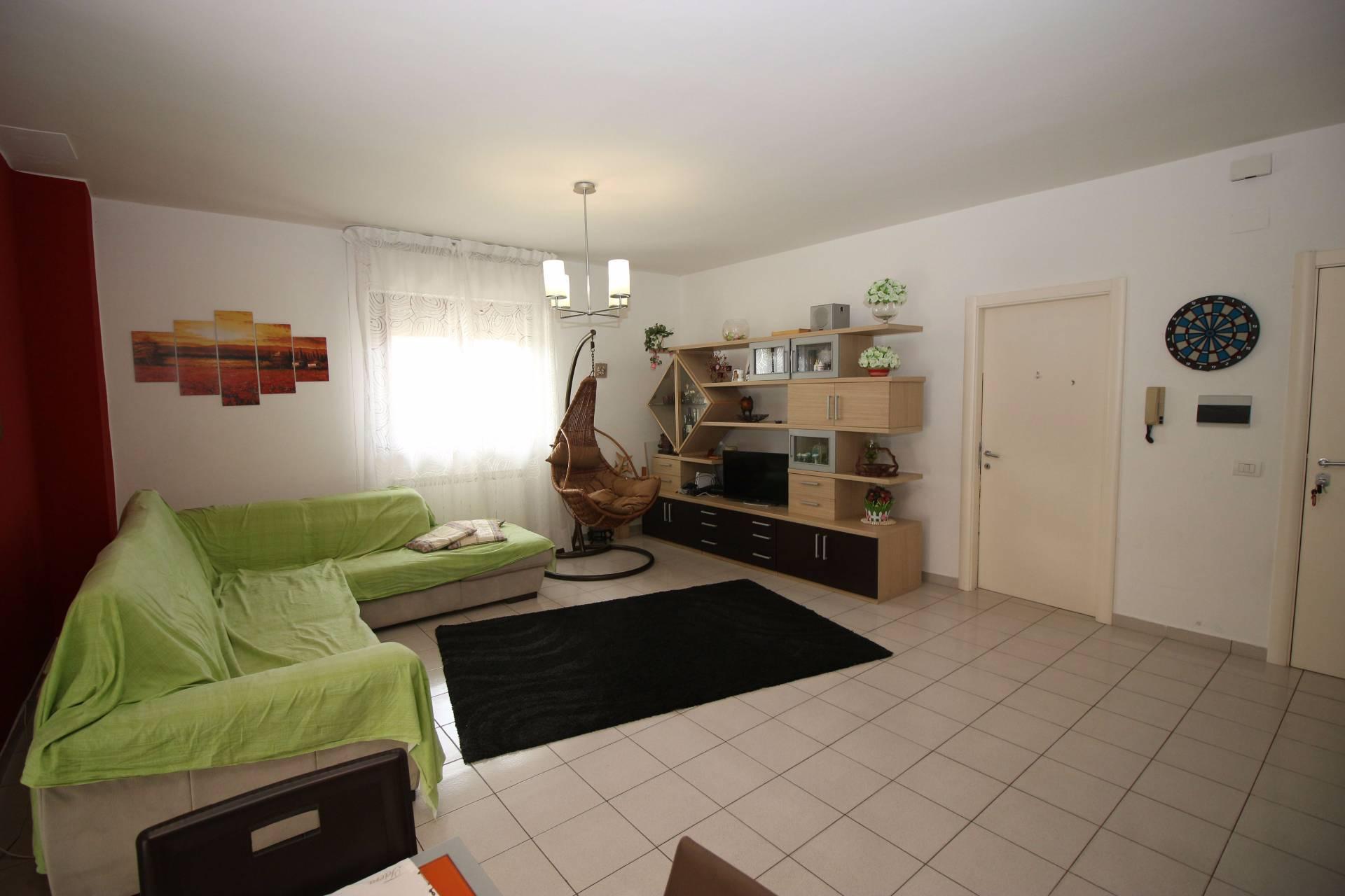 Appartamento in vendita a Tortoreto, 4 locali, zona Località: TortoretoLido, prezzo € 185.000 | Cambio Casa.it