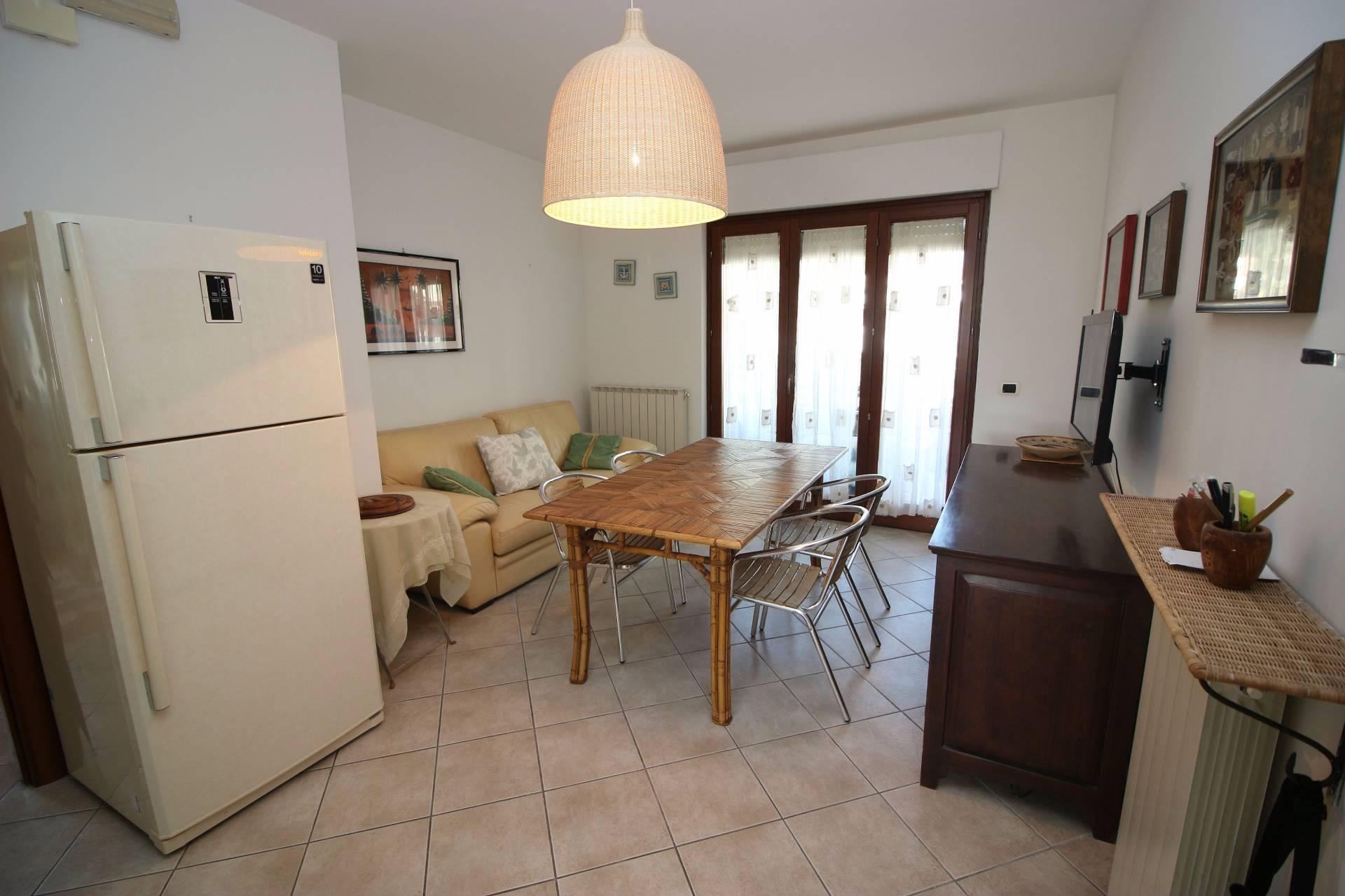 Appartamento in affitto a Alba Adriatica, 3 locali, prezzo € 300 | Cambio Casa.it