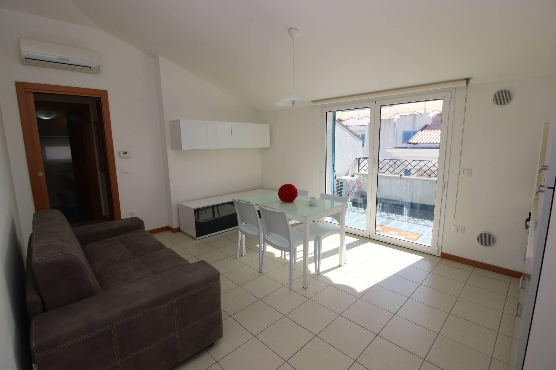 Attico / Mansarda in vendita a Tortoreto, 2 locali, zona Località: TortoretoLido, prezzo € 100.000 | Cambio Casa.it