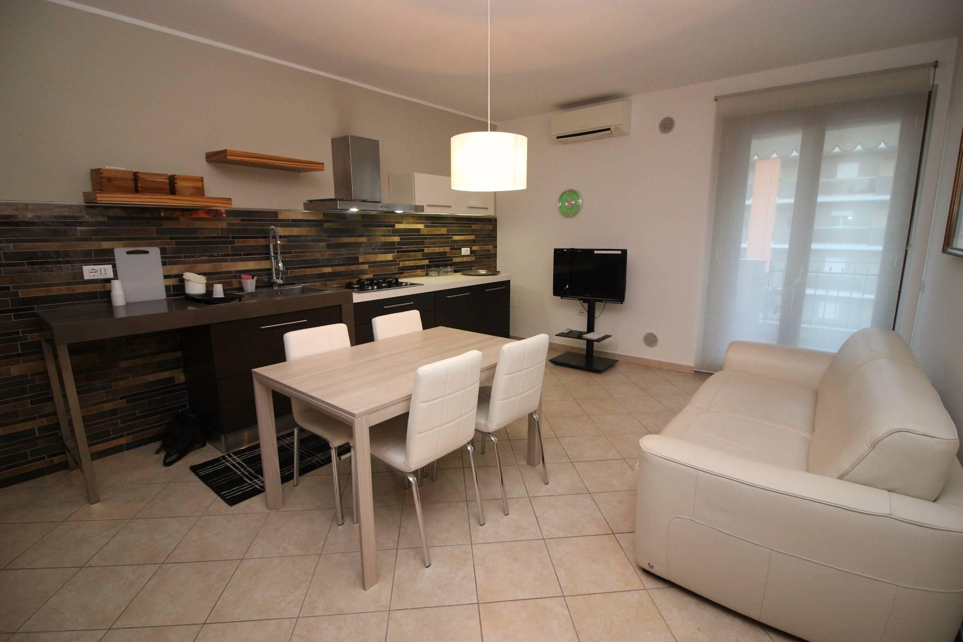 Appartamento in affitto a Tortoreto, 2 locali, zona Località: TortoretoLido, prezzo € 250 | Cambio Casa.it