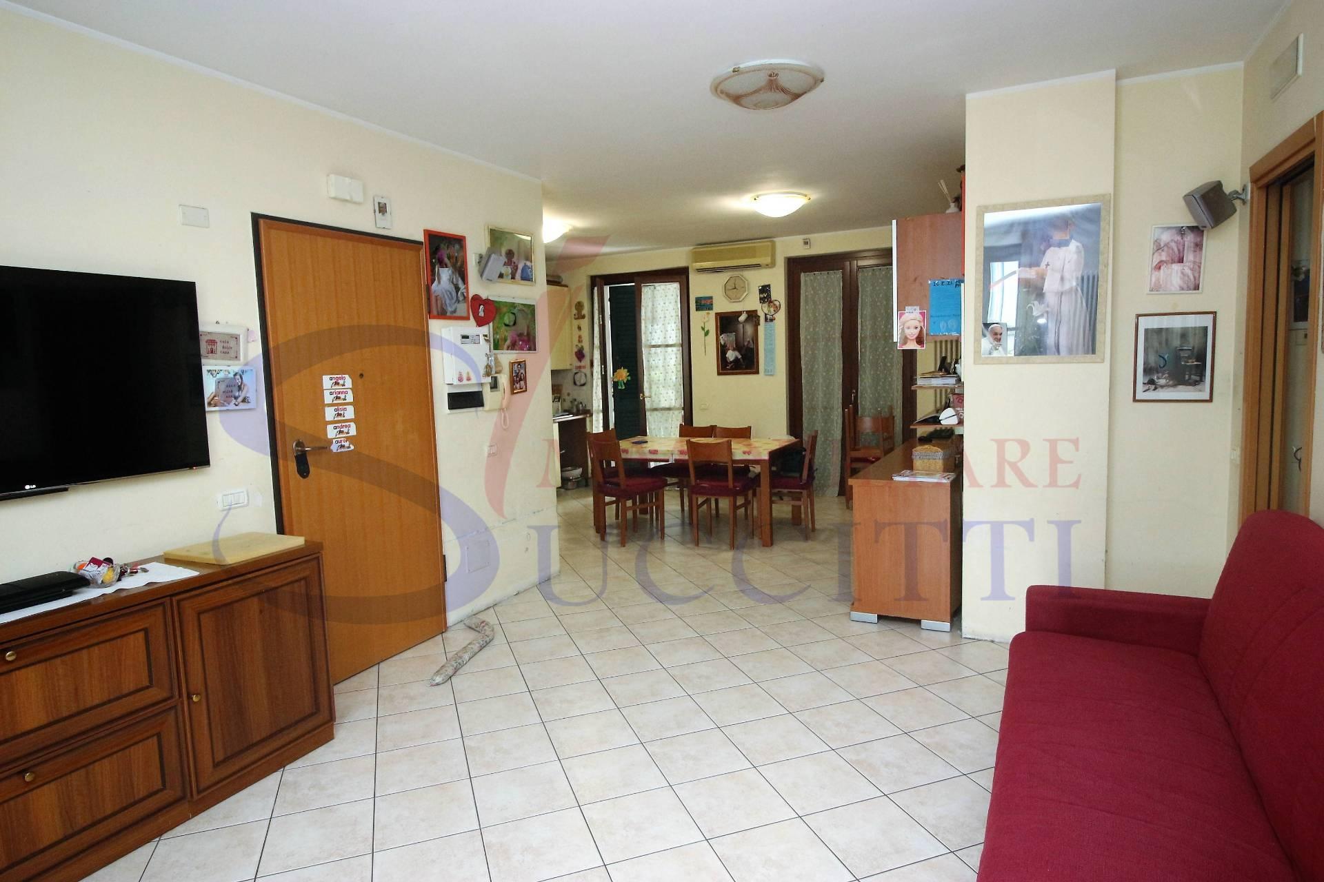 Appartamento in vendita a Alba Adriatica, 4 locali, prezzo € 125.000   CambioCasa.it