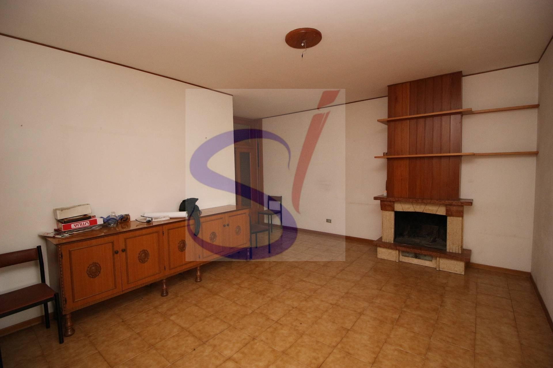 Appartamento in vendita a Sant'Omero, 4 locali, zona Località: Garrufo, prezzo € 58.000 | PortaleAgenzieImmobiliari.it
